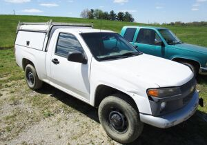 2005 Chevrolet Colorado truck, 2 WD, single cab, with utility topper and rack. Serial number 1GCCS14758182561