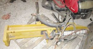 County Line 3 point hitch log splitter.