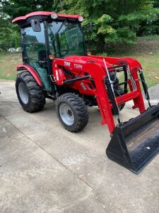 TYM T394 2018 tractor w. loader and bucket 4wd, hydrostatic only 28hrs