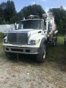 2005 International Ace Vac Truck-7600 Model-242,102 miles-Caterpillar C13 Engine-23 ft Bed-MV5, 28'' blower, high dump