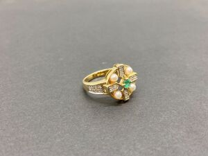 14k Yellow Gold Ring. .10ct. Emerald,/ .21 ct. Diamonds..3mm Mother of Pearls/ 4 gr.(MSRP-$1,025.00)