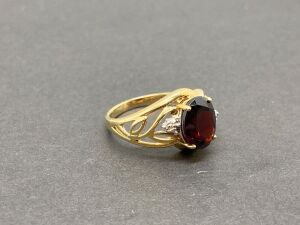 10k Yellow Gold Ring, 1.5 ct. Garnet/ 0.1/2 ct. Diamonds./ 3.2 gr. (MSRP-$460.00)