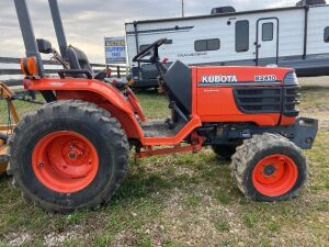 Kubota B2410 - 1279 hrs -comes with mower deck