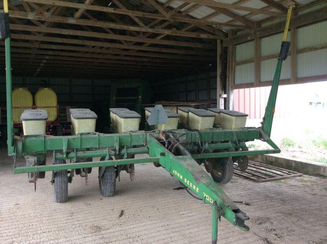 John Deere 7000 6 Row Corn Planter